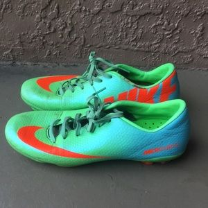 Boys Nike Mercurial soccer shoes size 4.5Y
